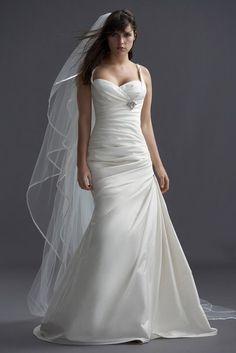 I like the long veil.  Would be a really pretty beach wedding dress.