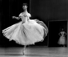 Ballet...Shoko Nakamura e Nadja Saidakova by Maria-Helena Buckley.