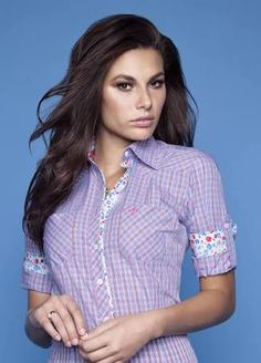 Striped purple and flowers Casual Shirts, Casual Outfits, Moda Chic, Retro Fashion, Womens Fashion, I Dress, Blouse Designs, Beautiful Outfits, Blouses For Women