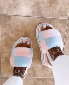 Bling Sandals, Cute Sandals, Cute Sneakers, Shoes Sneakers, Platform Boots Outfit, Cute Uggs, Fluffy Shoes, Hype Shoes, Fresh Shoes
