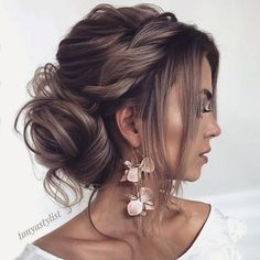 curly hair updos prom hairstyles updos formal hairstyles hair up wedding updos krullend haar opgestoken kapsels prom kapsels opgestoken formele kapsels kapsel bruiloft opgestoken # langhaarstijlen Wedding Hairstyles For Long Hair, Wedding Hair And Makeup, Hairstyles With Bangs, Hairstyle Ideas, Messy Wedding Updo, Prom Bun Hairstyles, Bridal Hair Updo Loose, Loose Updo, Trendy Hairstyles