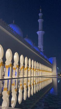 Beautiful mosque in Abu Dhabi Beautiful Mosques, Beautiful Images, Vacation Trips, Vacation Ideas, Mosque Architecture, Dubai Life, Grand Mosque, Gigi Hadid, Abu Dhabi