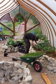 Edible Landscaping: Kitchen Garden   jardin potager   bauerngarten   köksträdgård (Greenhouse - Made in Sweden).