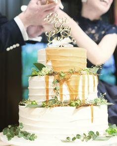 *...#a17wdレポ ケーキはシロップが目立つ様に シンプルなものにしました(^^)* . 和装のベッドや装花と同じ グリーンが置かれています✳︎ . 何回見てもおいしそう . .. ... #ウエディングケーキ #カラードリップケーキ #fgk花嫁 #フォーチュンガーデン京都 #リームアクラ #トリートドレッシング #marry花嫁 #ウエディングニュース #farnyレポ#ハナコレ ... #日本中のプレ花嫁さんとつながりたい  #カラードレス#招待状#結婚式準備 #プロポーズ#wedding#ゼクシィ First Communion, Wedding Cakes, Food And Drink, Instagram Posts, Desserts, Wedding Ideas, Weddings, First Holy Communion, Wedding Gown Cakes