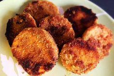 Die Süßkartoffel Taler mit einer würzigen Panade aus Mandel- und Kokosmehl und leckeren Gewürzen. Perfekt zu Steak oder zu einem frischen Dip.