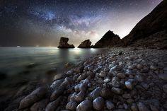 O céu da noite visto das rochas