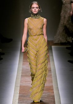 Valentino Fall 2011 RTW - Review - Fashion Week - Runway, Fashion Shows and Collections - Vogue