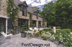 bretonne en pierre rénovée et son jardin Garden Space Beautiful Gardens, Beautiful Homes, Houses Architecture, Farmhouse Renovation, Stone Houses, Garden Spaces, Villas, Home Deco, Outdoor Gardens