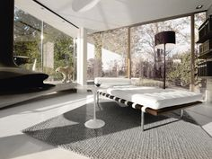 The Barcelona daybed was designed by Ludwig Mies van der Rohe, in it's said it's been designed specifically for Philip Johnson's New York apartment, after the project of the Barcelona chair. Lounges, Bauhaus, Barcelona Daybed, Bed Design, House Design, Sofas, New York Homes, Modern Couch, Round Side Table