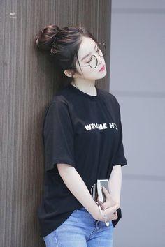 Check out Black Velvet @ Iomoio Red Velvet アイリーン, Irene Red Velvet, Red Velvet Wendy, Kpop Fashion, Asian Fashion, Fashion Outfits, Mode Ulzzang, Ulzzang Girl, Seulgi