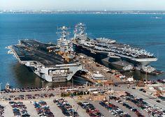 File:USS Dwight D. Eisenhower (CVN-69) and USS John C. Stennis (CVN-74) in Norfolk.jpg - Wikimedia Commons