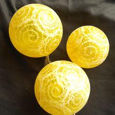 Leuchtkugeln Spitzenpapier gelb, Dekokugeln  von Bastelkiste auf DaWanda.com