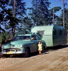 Family Vacation: Burt Lake,in Michigan, a young man with color-coordinated Plymouth and travel trailer, and Mama at the wheel. Vintage Rv, Vintage Caravans, Vintage Travel Trailers, Vintage Photos, Vintage Photographs, Vintage Style, Shorpy Historical Photos, Retro Campers, Vintage Campers