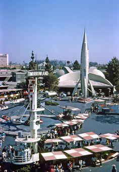 indypendent-thinking:  Disneyland, Tomorrowland, 1965