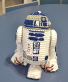Amigurumi Star Wars - R2-D2 - free crochet pattern (with directions to include LED lights!!)