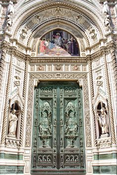 Florencja - Katedra Santa Maria del Fiore / Cathedral of Saint Mary of the Flower (Basilica Santa Maria del Fiore), Florence Beautiful Architecture, Beautiful Buildings, Art And Architecture, Beautiful Places, Beautiful World, Toscana, Hotels In Florence Italy, Florence Tuscany, Le Vatican