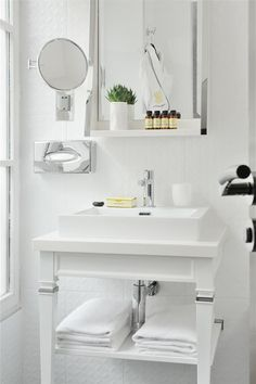All white bathroom whith a white sink and vanity unit in glamour chic style | Salle de bain blanche au style chic et glamour