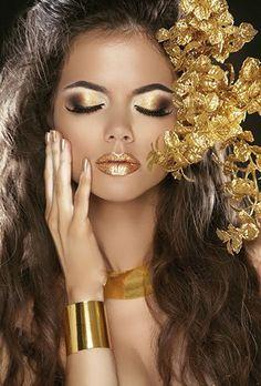 Los tonos dorados darán un aspecto exclusivo a tu maquillaje