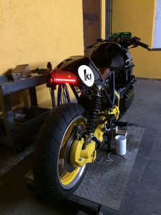 BMW K1 Cafe Racer, tail light