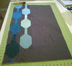"""""""Gearhead"""" Modern Quilted Sewing Machine Cover « Sew,Mama,Sew! or a TRON Legacy quilt for Ian?"""