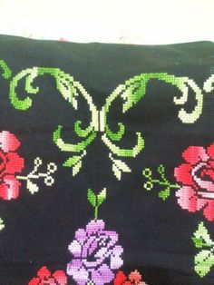 This Pin was discovered by HUZ Cross Stitch Patterns, Kids Rugs, Decor, Crochet, Farmhouse Rugs, Cross Stitch Embroidery, Rugs, Spring, Decoration