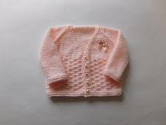 Nevis - free pattern ~ https://mariannaslazydaisydays.blogspot.co.uk/2016/08/nevis-top-down-v-neck-baby-cardigan.html