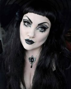 Witch Fashion, Gothic Makeup, Gothic Girls, Wearing Black, Halloween Face Makeup, Make Up, Batcave, Blessing, Hair Styles