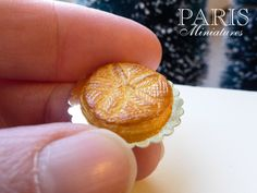 alette des Rois 'Flower' - French Epiphany Pastry with Crown (B) - Miniature Food in 12th Scale