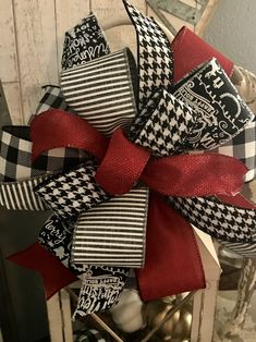 Custom Christmas bow with ribbons from Steet Studio on Etsy. Custom Christmas bow with ribbons from Steet Studio on Etsy. Christmas Lanterns, Christmas Bows, Christmas Gift Wrapping, Christmas Crafts, Christmas Decorations, Christmas Ornaments, Diy Bow, Diy Ribbon, Ribbon Crafts