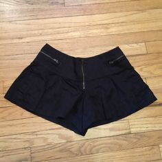 Free People black cotton shorts - size 2 Free People black cotton shorts - size 2. Waist - 15 inches. Rise - 8 inches. Length - 10.5 inches. Great condition. Free People Shorts