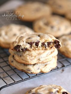 Bisquick Chocolate Chip Cookies! A total time saver and SO GOOD! From CookiesandCups.com
