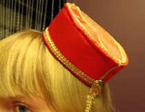 Made from a cereal box! Make a pillbox hat in under 120 minutes by needleworking with fleece, hair clips, and satin ribbon. Inspired by gothic and clothes & accessories. Creation posted by Knittin' Kitten. Cigarette Girl, Tower Of Terror, Diy Vetement, Pillbox Hat, Diy Hat, Pill Boxes, Diy Costumes, Hair Clips, Boy Or Girl