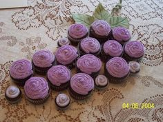 "cupcake ""grape cluster"" Would be cute for the party of a wine lover?"