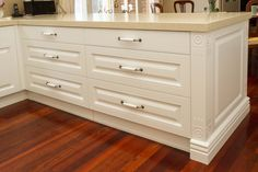 Traditional kitchen. Return benchtop with drawers. www.thekitchendesigncentre.com.au