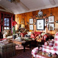When decorating the living room of his Oklahoma cabin, interior designer Charles Faudree began with a favorite fabric—a vintage floral—found at a flea market in France. The room beautifully blends fine fabrics and furniture with knotty pine paneling and an exposed-beam ceiling.