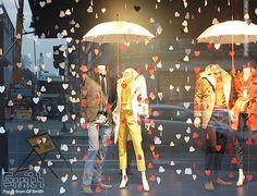 Vitrine de magasin de mode décor d'automne                                                                                                                                                                                 Plus