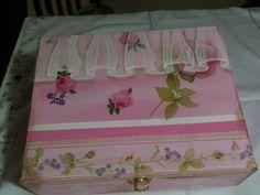 Caja decoupage y pintura decorativa Elaborado por Adri.