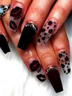 Amazing Maroon Nail Design for Fall with Accent black Matte Nail Maroon Nails, Burgundy Nails, Orange Nails, French Manicure Gel Nails, Oval Nails, Acrylic Nails, Maroon Nail Designs, Fall Nail Designs, Nail Drawing