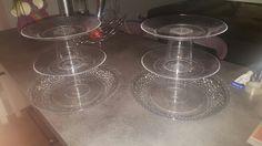 Présentoirs à muffins/cupcake  Bricolés à partir d'assiettes et de verres en plastique