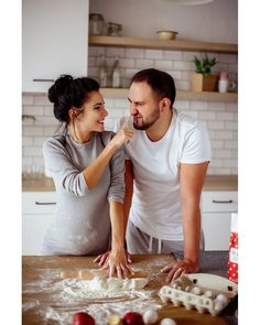 Photo Poses For Couples, Couple Posing, Baby Momma, Baby Footprints, Romantic Couples, Maternity Fashion, Pregnancy Photos, Family Life, Photo Sessions