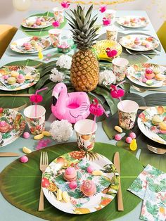 Discover the Maisons du Monde Sweet Tropical decor trend and stock up on tropical decorating ideas for your home. Tropical Furniture, Tropical Interior, Tropical Home Decor, Tropical Colors, Flamingo Birthday, Flamingo Party, Tropical Christmas, Summer Christmas, Birthday Table