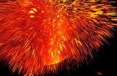 Erupción en mayo del 2009 del volcán Estrómboli, uno de los tres volcanes activos de Italia.