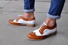 Astoria chaussures brun Womens Derby Oxford fait à la main | Etsy White Mary Jane Shoes, Adidas Soccer Shoes, Derby, Oxford Boots, Brown Oxfords, Painted Shoes, Brown Shoe, Vintage Shoes, Retro Shoes