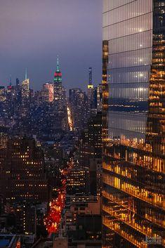 Night Aesthetic, City Aesthetic, Travel Aesthetic, Building Aesthetic, Urban Aesthetic, Aesthetic Photo, New York Life, Nyc Life, Urbane Fotografie