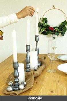 Cómo decorar candelabros de madera ➜ Transforma unos candelabros antiguos que tengas por casa con un poco de pintura metalizada. #Candelabros #Madera #Navidad #DIY #Decoración #Handfie Navidad Diy, Candlesticks, Ideas Para, Home, Vintage Candle Holders, Wooden Candle Holders, Metallic Paint, Diy Ornaments, Christmas Table Centerpieces