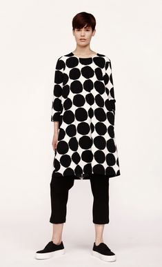 Made of cotton jersey, this Aretta dress has a classic A-line cut with an above-knee hemline and features the Pikkuiset Kivet print in black and white. It has a round neckline, cropped sleeves, and side seam pockets. Outfit Essentials, Casual Trendy Outfits, Casual Wear, Casual Styles, Marimekko Dress, Scandinavian Fashion, Everyday Outfits, Get Dressed, Simple Style