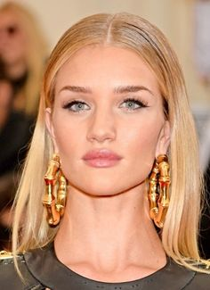 Rosie Huntington-Whiteley's Sleek Middle Parted Hairstyle At Met Ball 2014
