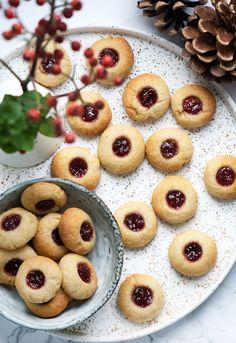 The Anabolic Cooking Cookbook Christmas Cooking, Christmas Desserts, Christmas Treats, Cookie Desserts, Dessert Recipes, Christmas Biscuits, Danish Food, Eat Seasonal, Holiday Cakes