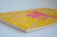 Großes Bild, Tapete auf Mehrschichtholzplatte, 40x30cm #Rehkitz #Kathi #pink #gelb #Blumen #Kinderzimmer-Deko #paperrocks