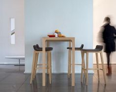1000 ideas about mange debout on pinterest tabouret - Table mange debout avec rangement ...
